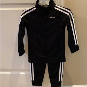 Adidas girls jogging outfit